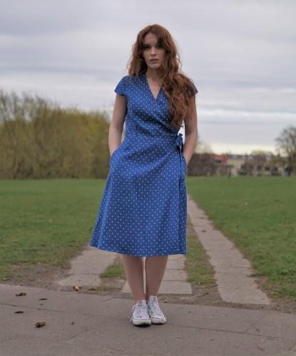 Romantiška susiaučiama suknelė mėlyno taškuoto lino