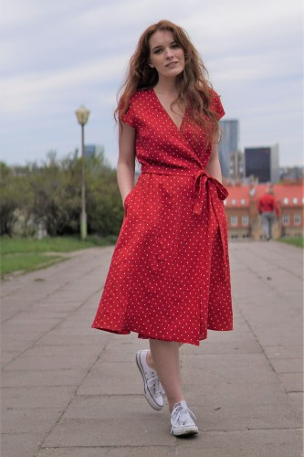 Romantiška susiaučiama suknelė raudono taškuoto lino